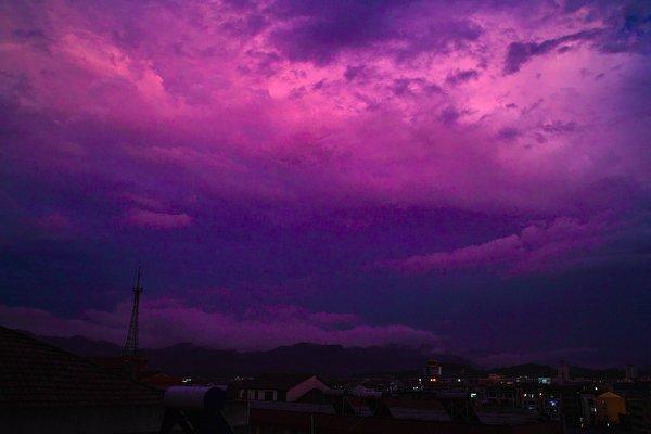天空出现异象