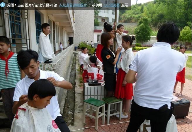 2011年6月1日,为特教学校募集直饮水机一台价值8000元和生活用品