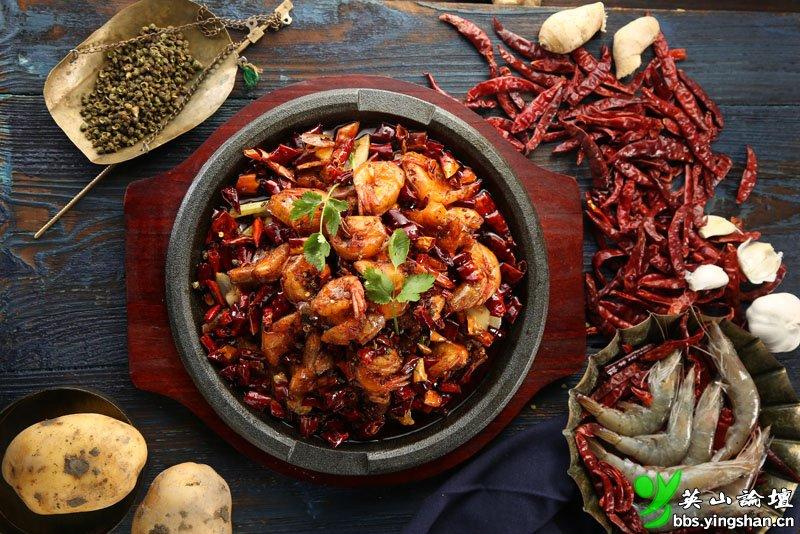 麻辣虾--选用舟山的海虾,炸制鲜红后加入独有的特制重庆香料翻炒入味,外脆里嫩的麻香.jpg
